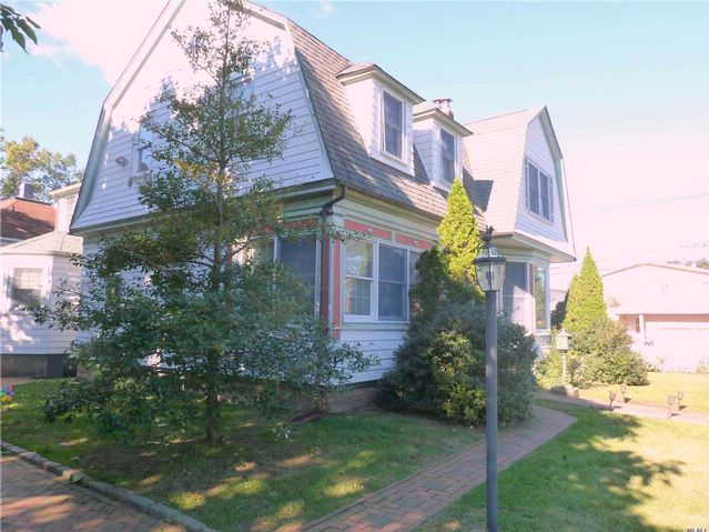 4 BR,  3.00 BTH  Other style home in Woodmere